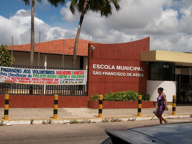 Prefeitura abandona escolas e ano letivo pode só terminar em 2013