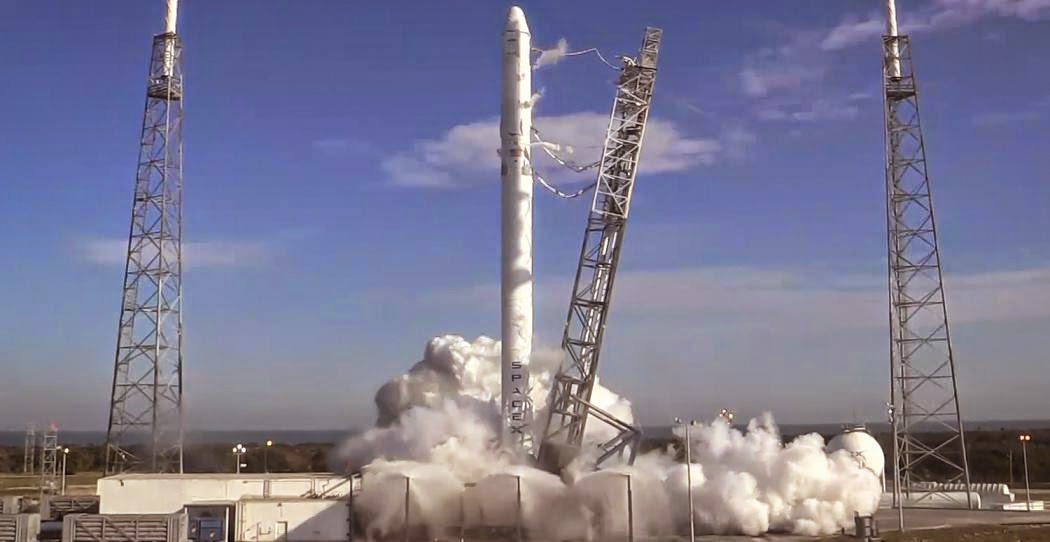 SpaceX conducts static fire test of the Falcon 9 rocket on Dec. 19, 2014. Credit: SpaceX