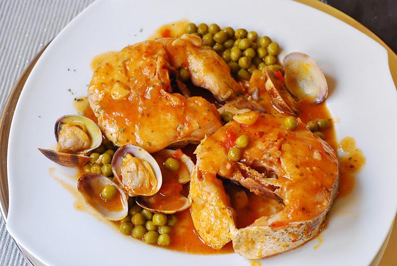Merluza a la sidra cuchillito y tenedor - Cocinar merluza en salsa ...