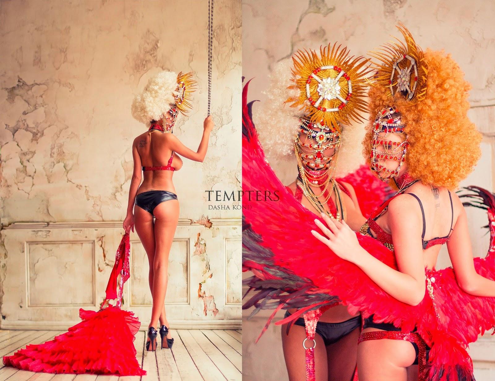 dyptique photo de mode 2 filles avec trucs en plumes rouges par Dasha Kond