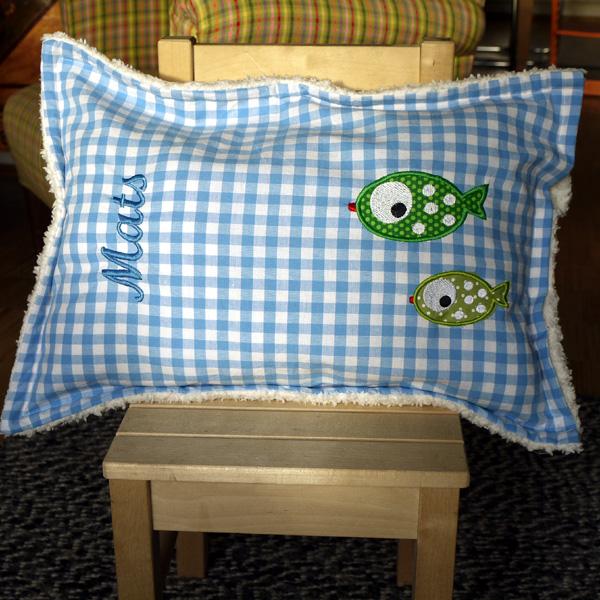 petronella ein kissen f r eine kleine rheinforelle. Black Bedroom Furniture Sets. Home Design Ideas