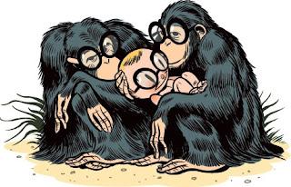 niño abrazado por monos con lentes