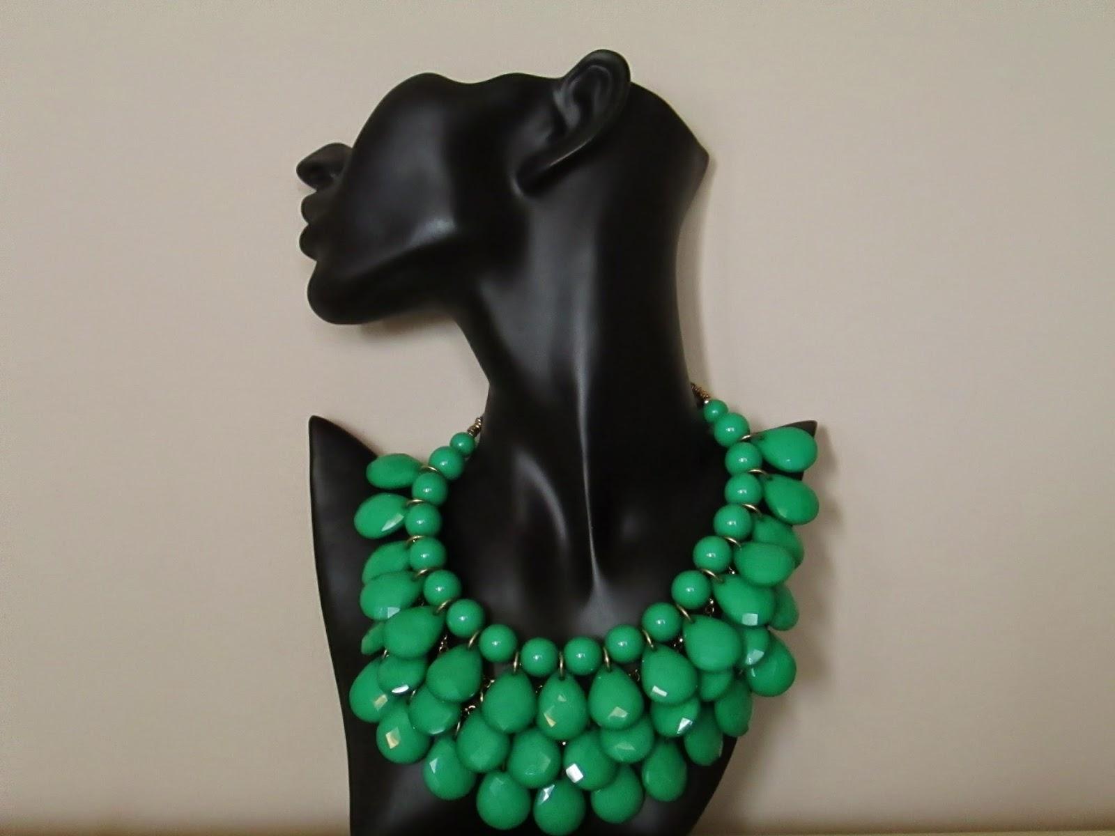 Esta es mi propuesta para esta semana; es un collar multicapas con lágrimas  de material acrílico en color verde esmeralda. 14.95\u20ac
