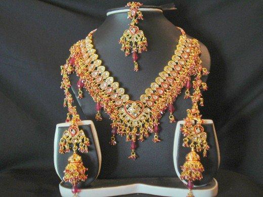 Pakistani Trendy Kundan Jewelry