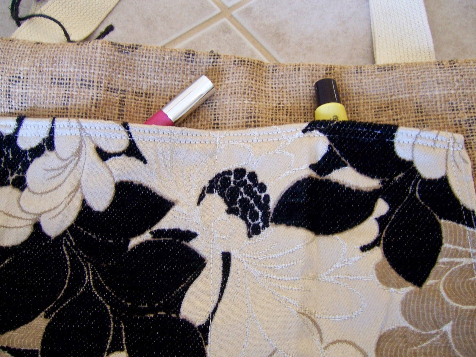 Clean Sound and New burlap tote bag - pocket detail - linaandvi.blogspot.com
