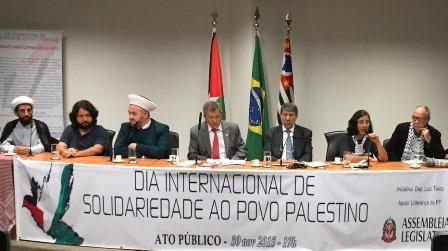 Mesa do ato de solidariedade com o povo palestino