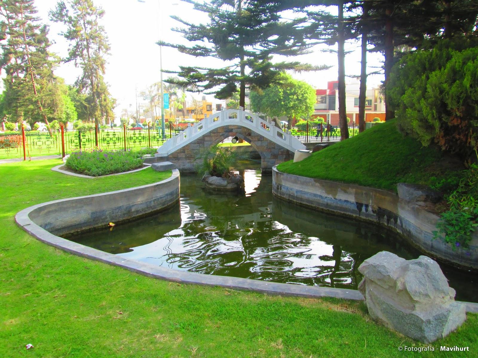 Por las calles de lima parque chino en el distrito de san for Chino el jardin