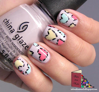 Unhas decoradas com coraes pontilhados