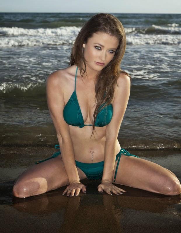 Bikini bombshell Jess Impiazzi photo 1