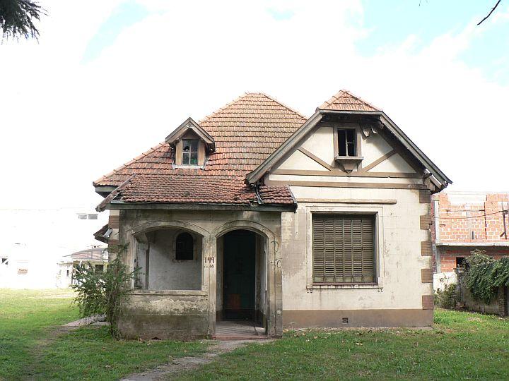 Rincon de literatura mayo 2011 for Casas modernas con puertas antiguas