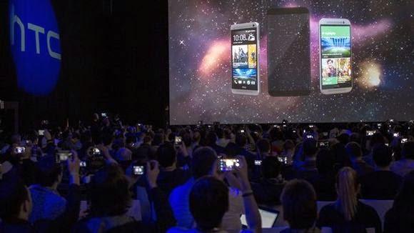 H παρουσίαση του HTC One M9 στη έκθεση κινητών συσκευών MWC στη Βαρκελώνη.