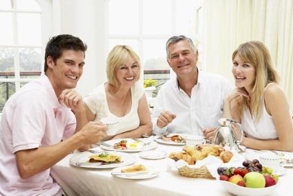 http://1.bp.blogspot.com/-eIMUEQNvyEk/TdJoIzN5CNI/AAAAAAAAADg/-8tIL6vVRbQ/s1600/57709_family%2Bbreakfast.jpg