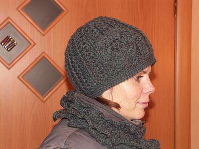 Теплая женская шапка на зиму для девушки.  Схема вязание крючком.