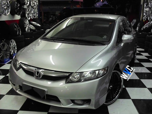 New Civic com rodas aro 20""