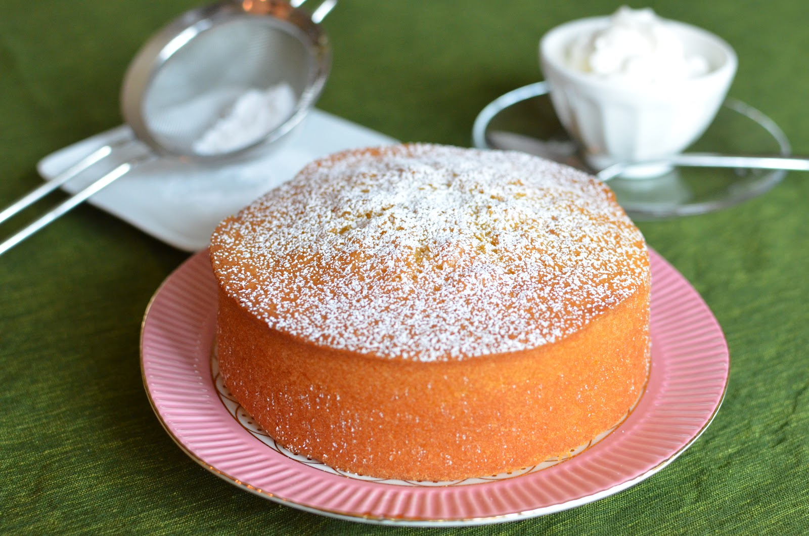 Playing with Flour: Moist and fragrant almond cake