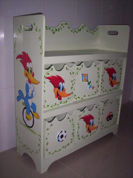 estante organizadora R$ 350.00 com 6 caixas Pica Pau