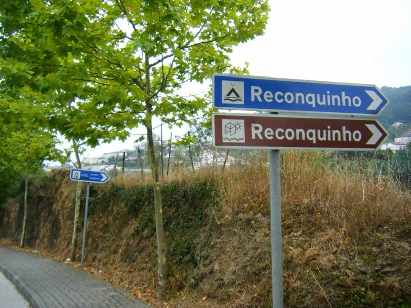 Placa sinalizadora da Praia Fluvial e Parque de campismo na N2