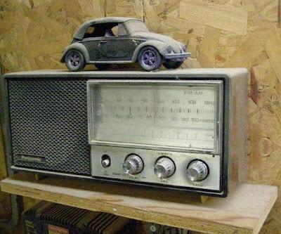 bois et verre le vieux poste de radio se souvient de l 39 poque des bo tes chansons. Black Bedroom Furniture Sets. Home Design Ideas