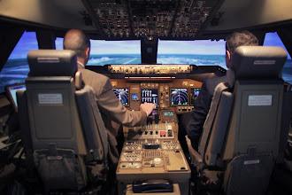 Il pilota ha un malore: l'aereo atterra grazie ad un passeggero