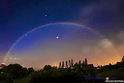 Moonbow (pelangi bulan)