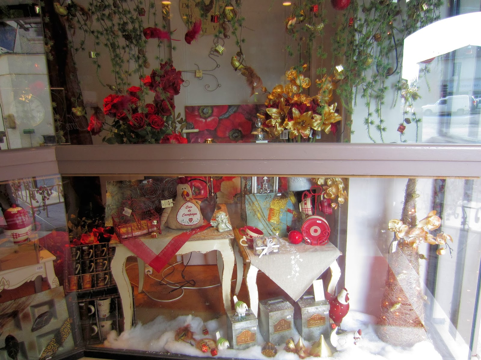 Christmas in Provence - window shopping - lots of ideas here for your Christmas decorations - Isle sur la Sorgue