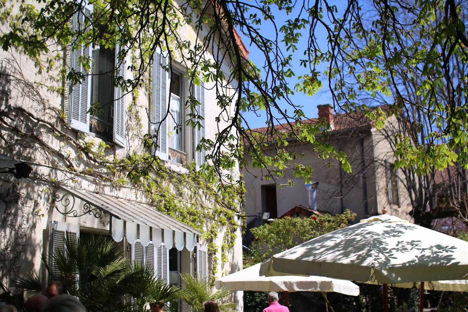 Le jardin du quai inthefrow - Le jardin du quai isle sur la sorgue ...