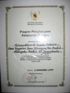 """piagam penghargaan ketahanan pangan untuk """"Gurun Sahara"""" dari Kementrian Pertanian 2005"""