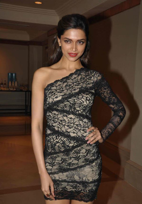 deepika padukone launch bollywood jollygood t-shirt line hot images