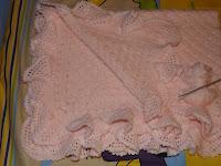 Manta de crochet o ganchillo rosa