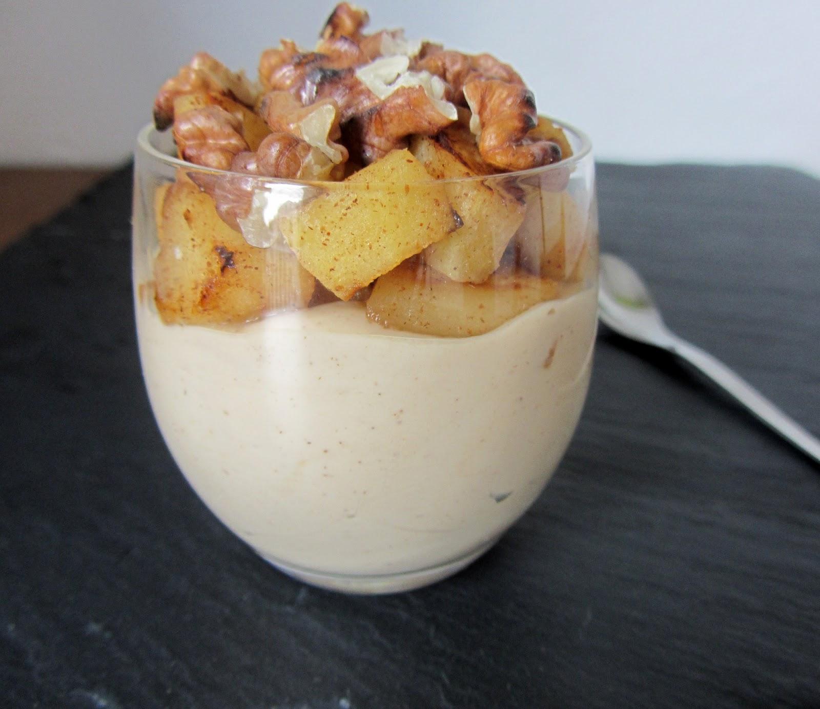 Une belle verrine dautomne: une crème au caramel, des pommes rôties ...