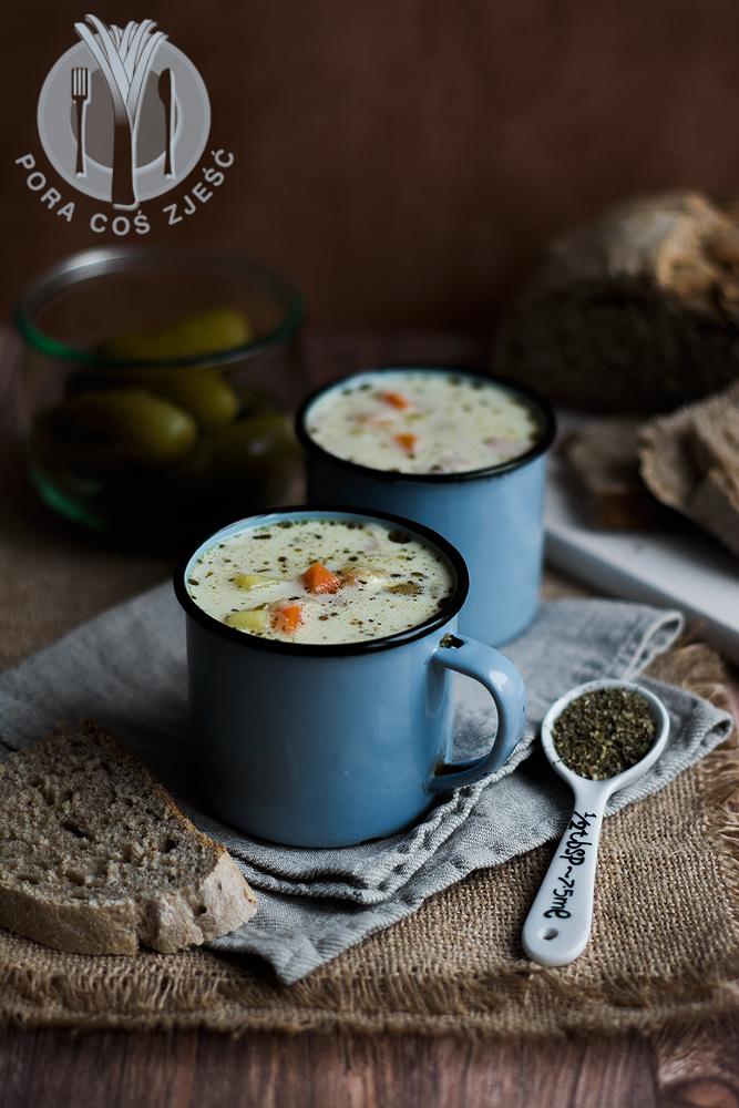 Zupa z ogórkami kiszonymi