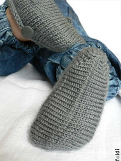 Ravelry: Seamless Baby Booties (top down) pattern by Laura