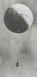 أسلحة صنعت الحدث - صفحة 3 Fire-balloons