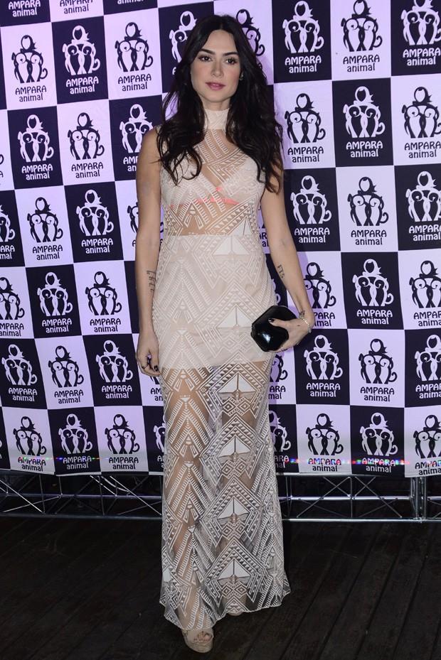 A atriz Thaila Ayala marcou presença no Jantar Filantrópico da Ampara Animal
