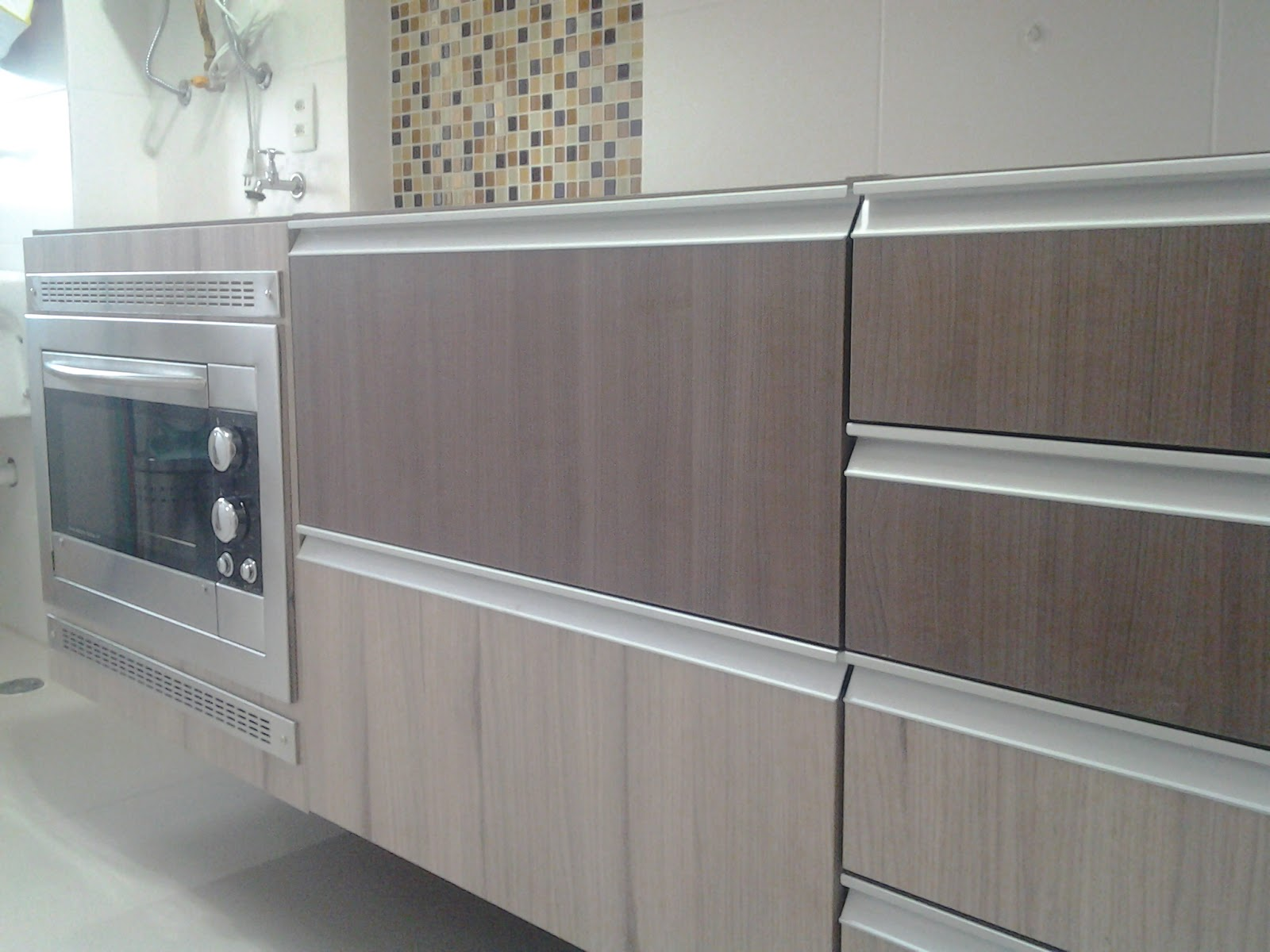 gabinete ja com forno elétrico fischer instalado esse gabinete tem  #736958 1600 1200