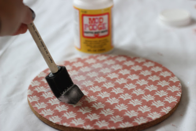 Diy+how+to+cover+a+cork+board+with+fabric 4