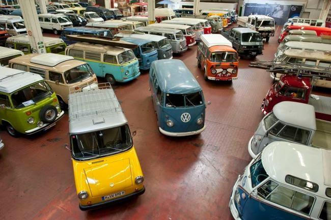 muchas furgonetas de colores