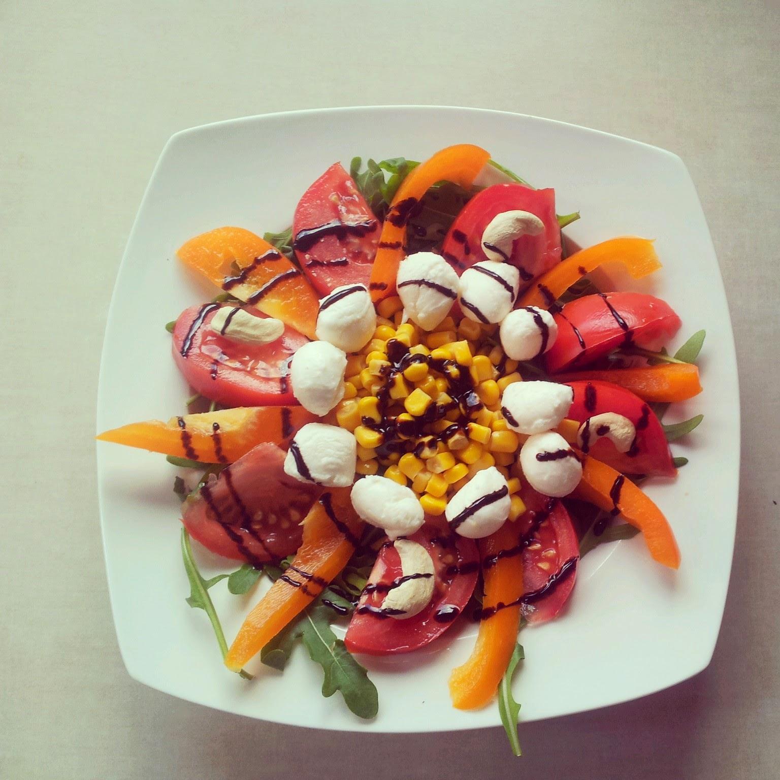 roszponka,mozarella,pomidor,papryka,zdrowa sałatka