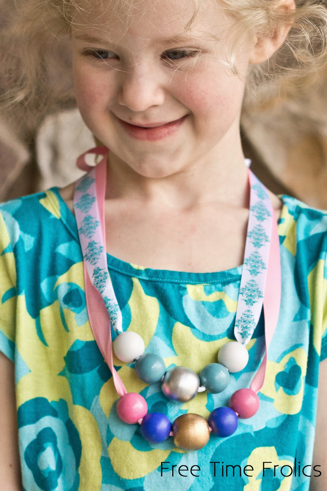 bead necklace, frozen inspired, easy diy bead necklace