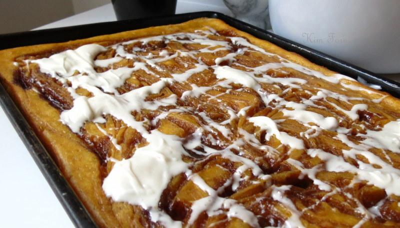 Foodin New England: Cinnamon Roll Pumpkin Vanilla Sheet Cake