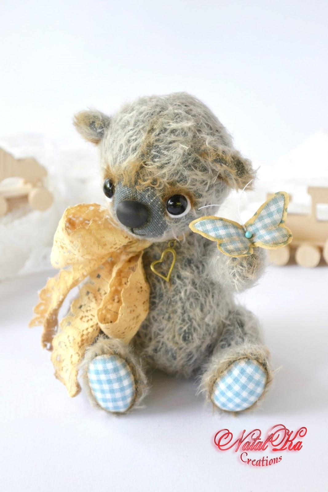 Künstlerteddybär handgemacht von NatalKa Creations. Artist teddy bear handmade by NatalKa Creations.