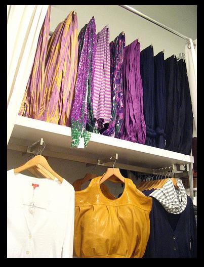 C mo ponerte una bufanda ideas y tutoriales con la - Como almacenar perchas ...