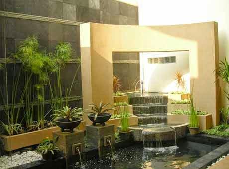 Kolam minimalis dengan memanfaatkan sudut rumah
