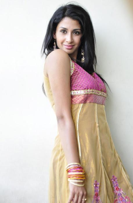 gayatri iyer glamour  images