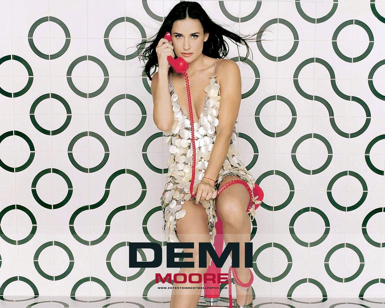 http://1.bp.blogspot.com/-eM-zTN4fVrc/ToZKYNLmPZI/AAAAAAAAQ8s/AAQ5DEZTrF0/s1600/Demi-Moore-Wallpapers.jpg