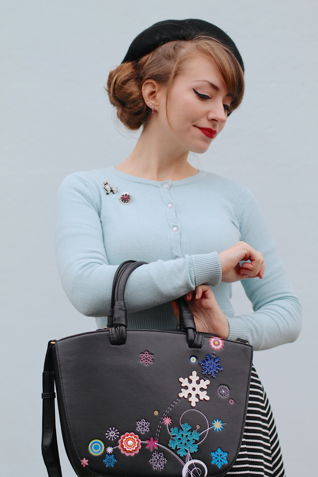 Vendula Snowflake Grab Bag in black
