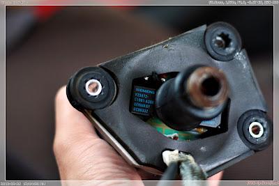 黑底藍字的便是繼電器,共兩個