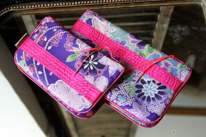 pochettes geisha bleu bande fushia surpiquée