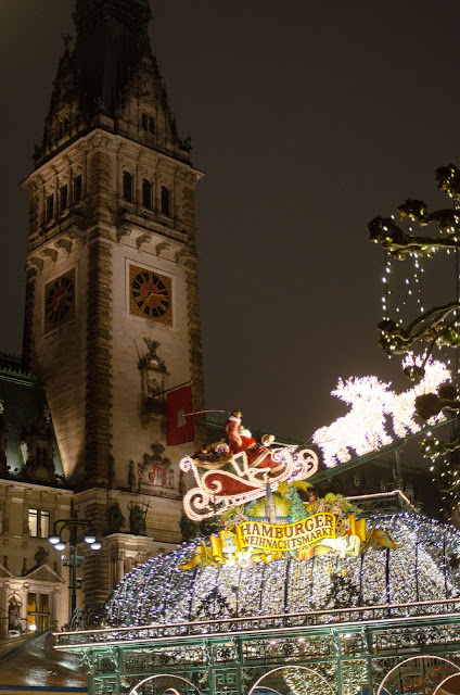 Hamburg, christmas markets, Germany, Deutschland, Vienna, German markets, traditions, christmas tree, rathaus, elbe, town hall, beautiful, Weihnachtsmarkt, Nutcracker, photography, travel, food, Mulled wine, hot chocolate, gingerbread heart, Lebkuchen