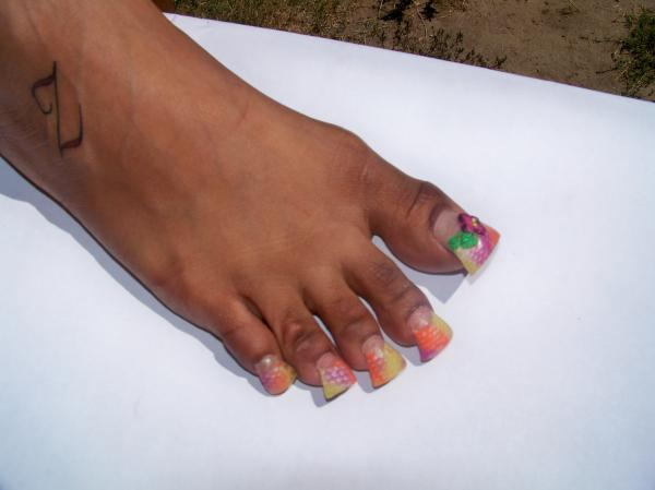 The Bloomin' Couch: Duck feet nails